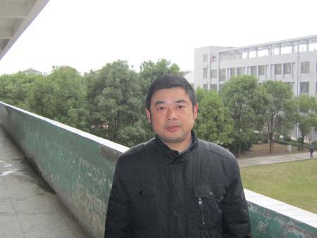 赵 彦(八年级物理教师)